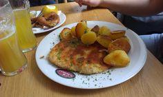 Schnitzel mit Bratkartoffel im Woerners (Marienplatz) in München. Lust Restaurants zu testen und Bewirtungskosten zurück erstatten lassen? https://www.testando.de/so-funktionierts