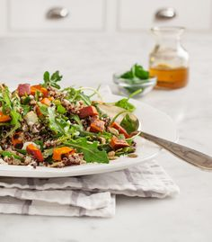 Quinoa con dados de calabaza y rúcula