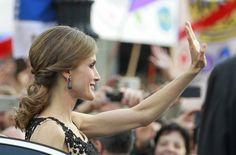 Foto: La Reina en su aparición en el Teatro Campoamor (Gtres)