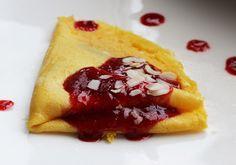 Colazione per tutti: Questa mattina, crêpes con salsa di fragole ;-)