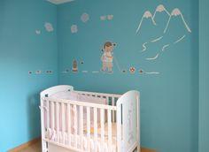 habitación infantil decorada con vinilo niña excursionista de stencil barcelona