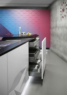 2 Kitchen cabinet inner con Modern Origami Inspired Kitchen: Appealing or Too Extravagant?