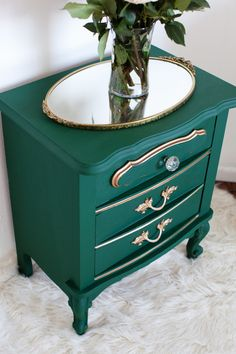 Nightstand Small Table Makeover with Amsterdam Green Chalk Paint® and Gold | Painted Furniture project by Melodrama