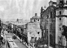 Parroquia de Santa Catarina Martir, el Cabildo otorgado el solar el 12 de enero de 1537, para el año de 1568 la capilla por órdenes del entonces obispo fray Alonso de Montúfar, quedó erigida en parroquia, convirtiéndose en la tercera parroquia de la ciudad. Este primer edificio ya no existe. La capilla fue reedificada debido a la inundación que sufrió la ciudad en 1629 La nueva se inauguró el 22 de enero de 1662. En el siglo XVIII se derribó ésta y se erigió otra más que se abrió el 21 de…