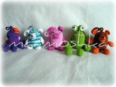 Animals and finger puppets from kindervajíček :: crochet caressing, free pattern; not in English