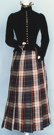 This day ensemble from 1891 or 1892 is housed at the Kyoto Institute. The bodice is made from cotton velvet, and the skirt is tartan.