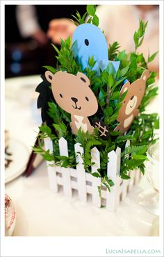 BABY woodland animals   Woodland Animal Cake On Wooden Stand Kids Party Ideas No T