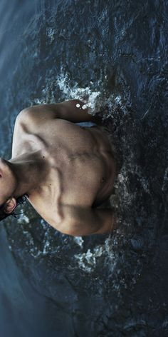 colarbones / chest / skin / man / body
