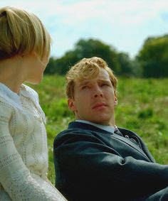 Adelaide Clemens (Valentine Wannop) & Benedict Cumberbatch (Christopher Tjietens) - Parade's End (TV-Series, 2012) #fordmadoxford