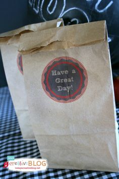 Printable Lunch Bags | Just run regular lunch sacks right through your printer with any message! Great idea for Back to School | TodaysCreativeLife.com