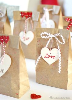Creating bright, colorful Valentine& projects is my favorite part of the coldest months of the year! Here are 18 LightHEARTed Valentine& Ideas! Valentine Crafts For Kids, Valentines Diy, Crafts For Teens, Printable Valentine, Valentine Wreath, Wedding Gifts For Guests, Wedding Favors, Diy Wedding, Diy And Crafts Sewing