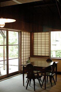 Former Fusaichiro Inoue House / Antonin Raymond Divider, Windows, Architecture, Room, House, Furniture, Home Decor, Arquitetura, Bedroom