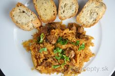 The beef together with sauerkraut is the perfect combination for me. And pieces of dried plums with it, that's the heaven in mouth. Prepare this delicious beef stew with sauerkr. Clean Recipes, Beef Recipes, Healthy Recipes, Sauerkraut, High Protein Low Carb, Mets, Fried Rice, Side Dishes, Good Food