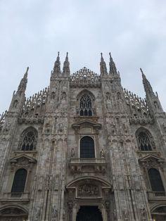 Milan, Italy | www.nuncaparasquieta.com | © Nunca Paras Quieta 2017 Milan Italy, Barcelona Cathedral, Freshman Year, Travel, Viajes, Adventure, Traveling, Trips, Freshman