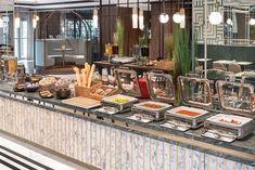 ★★★★ Metropolo by Golden Tulip Krakow, Krakau, Polen Hotel Krakow, Table Settings, Patio, Table Decorations, Tulip, Outdoor Decor, Furniture, Home Decor