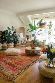 Rugs In Living Room, Living Room Decor, Hippie Living Room, Bohemian Living Rooms, Living Room Vintage, Living Room With Plants, Bedroom Vintage, Hippie House, Moroccan Living Rooms