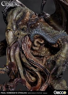 Paul Komoda's CTHULHU Prepainted Statue, produced by Gecco The actual product condition displayed at New York Comic Con Creepy Art, Weird Art, Zbrush, Dark Fantasy, Lovecraft Cthulhu, Hp Lovecraft Necronomicon, Lovecraftian Horror, Eldritch Horror, Alien Character