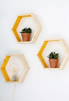 How to Build These Geometric Shelves with Minimal Tools—and Budget – кαιту муи¢zуωσя How to Build These Geometric Shelves with Minimal Tools—and Budget How to Build DIY Hexagon Shelves with Minimal Tools and Budget Geometric Shelves, Hexagon Shelves, Diy Bedroom Decor, Diy Home Decor, Decor Room, Bedroom Ideas, I Spy Diy, Diy Regal, Diy Casa