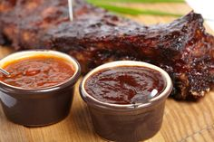 Don't settle for bottled sauce! Learn how to make barbecue sauce to wow your friends with just a few extra ingredients. Homemade Bbq Sauce Recipe, Sauce Recipes, Cooking Recipes, Yummy Recipes, Salsa Barbacoa Casera, Russian Recipes, Chutneys, Barbecue Sauce, Salsa Barbecue