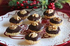 Ořechové košíčky Christmas Baking, Christmas Cookies, Christmas Recipes, Sweet And Salty, Graham Crackers, Mini Cupcakes, Sweet Recipes, Cheesecake, Food And Drink