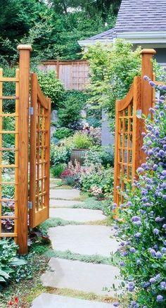 Inviting garden entry • photo: BH&G