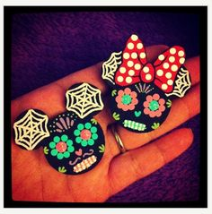 My Day Of The Dead Minnie and Mickey hair clips!  Can't wait to wear them to MNSSHP. Disney Jewelry, Disney Crafts, Disney Shirts, Disney Pins, Day Of The Dead, Hair Clips, Brooches, One Day, Flat