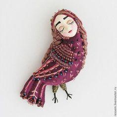 Брошки Сирин (подборка) / Украшения и бижутерия / ВТОРАЯ УЛИЦА Beaded Embroidery, Hand Embroidery, Bird Template, Fabric Birds, Beaded Brooch, Doll Maker, Fabric Jewelry, Bird Art, Handmade Toys