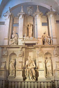 Roma. San Pietro in Vincoli. Abajo, en el centro, Moisés de Miguel Angel.