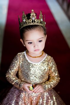 My little queen  thank you @alorasafari for the stunning dress   Crowns by @lovecrushcrowns thank you @rachaelsmithphotography   #myreallifemomentsarefabulous  #blacktieaffair #luxury_freak  #blacktiebirthday #celebratinglife #proudparenting #birthdaycelebration  #fashion  #kids  #fashionista #chique #chic #glamglow  #glamourous  #beautiful #glamour #romanticstyle #birthdaycelebration #cutest_kiddies #fashionminis   #stylish_cubs #best #events  #redflorals #elegant #mylifeisamovie