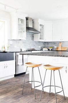 Discover Kitchen design ideas & inspiration, expertly curated for you. Explore Kitchen decor and design ideas, save them to inspire your next project, and shop your favorite products. Kitchen Decor, Kitchen Design, Interior Decorating, Interior Design, Dining Room Design, Room Interior, Design Ideas, Inspire, Homes
