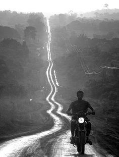 Pedro Martinelli | motorbike | road trip | long road | freedom | black & white | photography | carefree