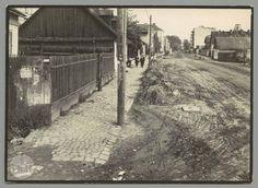 A teraz na pewno ul. Czarnowiejska, 1936-38 r. Patrzymy w stronę alej, a stoimy na wysokości ul. Tkackiej lub bliżej ul.Urzędniczej.  mhf.krakow.pl Krakow, Planet Earth, Old Photos, Poland, Planets, Maine, Retro, House Styles, Outdoor