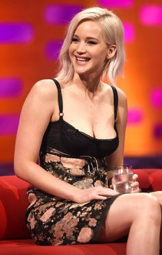Jennifer Larence from The Big Picture: Today's Hot Pics The X-Men: Apocalypse star makes an appearance on The Graham Norton Show while in London.
