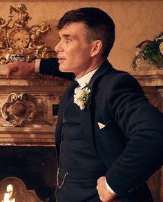 Cillian Murphy as Thomas Shelby Peaky Blinders 💜 Peaky Blinders Tommy Shelby, Peaky Blinders Thomas, Cillian Murphy Peaky Blinders, Taper Fade, High Fade, Thomas Shelby Haircut, Peaky Blinders Series, Haircut Designs, Daddy Issues
