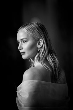Jennifer Lawrence Photos - This image has been digitally altered) Jennifer Lawrence attends the EE British Academy Film Awards (BAFTA) held at Royal Albert Hall on February 18, 2018 in London, England. - Jennifer Lawrence Photos - 51 of 8571