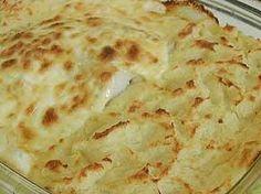 Imprimir Receita - Bacalhau à Zé do Pipo  Ingredientes: 1 lombo(s) de bacalhau 2 cebola(s) 1 Lt leite 4 c. sopa azeite 1 folha(s) de louro q.b. sal q.b. Pimenta 1 tigela maionese 750 g puré de batata azeitona(s) preta(s)    Preparação: 1. Ponha o bacalhau a demolhar no dia anterior. Depois de bem demolhado, corta-se o bacalhau em postas. 2. Leva-se a cozer com leite.  3. Entretanto, picam-se as cebolas e levam-se a estalar com o azeite, o louro, sal e pimenta e um pouco de leite de cozer o…
