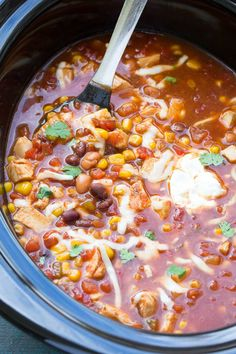 Easy Slow Cooker Chicken Taco Soup (No Chopping) + Video An easy slow cooker chicken taco soup recipe, made completely in the crock pot! This dump and go recipe requires no chopping and takes just 10 minutes prep! Slow Cooker Huhn, Crock Pot Slow Cooker, Crock Pot Cooking, Slow Cooker Meal Prep, Pan Cooking, Breakfast Low Carb, Healthy Breakfast Bowl, Breakfast Cookies, Slow Cooker Chicken Tacos