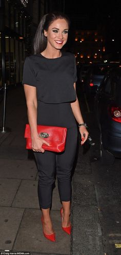Vicky Pattison puts split behind her on night out with male friend - - The star has been keeping herself busy in a bid to move on from her ex, stepping out on a dinner date with a male pal at Nobu restaurant in London on Wednesday night. Red Heels Outfit, Heels Outfits, Chic Outfits, Fashion Outfits, Moda Fashion, Petite Fashion, Womens Fashion, Outfit Vestido Negro, Trajes Business Casual