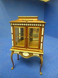 Quality 12th Dolls House Furniture Glass Display Cabinet Walnut JaiYi  8103 02