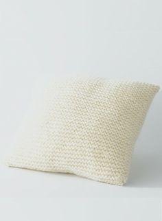 Cat. 13/14 - #832 - Garter stitch cushion