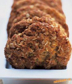Rozpalte troubu na 180°C. V menším kastrůlku rozpusťte na mírném ohni máslo a rozmíchejte v něm med... Meatloaf, Banana Bread, Cheesecake, Sweets, Cookies, Baking, Recipes, Med, Crinkles