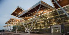 Vidal Y Asociados Arquitectos, Luis Vidal, Miguel de Guzmán · Nueva Terminal del Aeropuerto de Zaragoza · Divisare