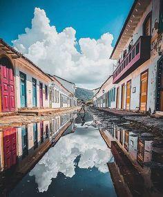 """Tripsst! Brazil 🇧🇷 no Instagram: """"📍Paraty, no Rio de Janeiro, eleita Patrimônio Mundial pela UNESCO em 2019. ❓Você sabia que as ruas do Centro Histórico de Paraty costumam…"""""""