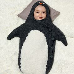 Knitting Pattern Penguin Bunting Bag - This cheerful bunting bag is soft, warm and ideal for the little ones! How better than this bunting bag to cheer you and your baby up? Get te free pattern of Phildar at Yarnplaza.com