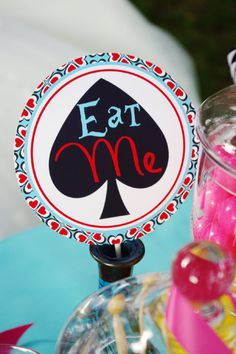 This makes me want to throw Stella an Alice and Wonderland Birthday party! She does love the movie. 4th Birthday Parties, Birthday Fun, Alice In Wonderland Party, Table Signs, Cake Smash, Party Printables, Cake Toppers, Christmas Bulbs, Wedding Decorations