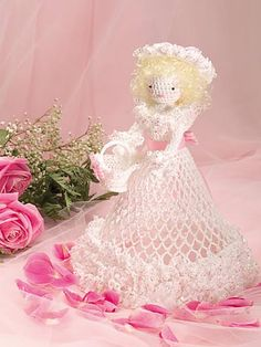 free pattern Flower Girl - Our lacy doll makes a perfect accent for a bridal table or a feminine room. Crochet Home, Crochet Gifts, Crochet Dolls, Crochet Clothes, Free Crochet, Tatting Patterns, Crochet Patterns, Crochet Angels, Bridal Table