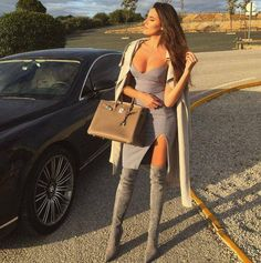 All grey look Lookbook Mode, Fashion Lookbook, Stylish Outfits, Cool Outfits, Stylish Clothes, Thigh High Boots Heels, High Heels, Business Chic, Ootd