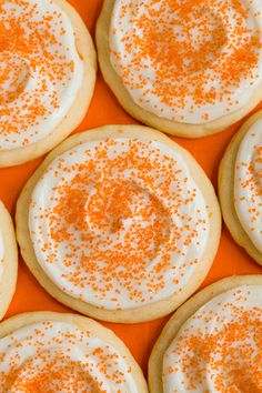 Orange Creamsicle Sugar Cookies from Cooking Classy. Orange creamsicle is one of my ALL TIME favorite tastes and sugar cookies are a favorite food, so this should put me in sweet treat bliss! Yummy Cookies, Sugar Cookies, Yummy Treats, Sweet Treats, Yummy Food, Orange Cookies, Cream Cookies, Fall Cookies, Chip Cookies