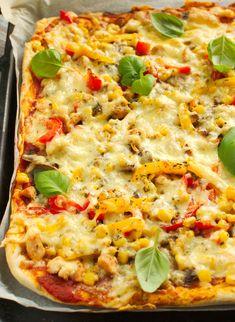 Pizza z kurczakiem, papryką, pieczarkami i kukurydzą B Food, Naan, Vegetable Pizza, Food And Drink, Keto, Vegetables, Health, Gastronomia, Pies