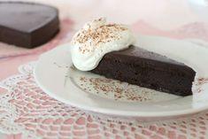 Simply So Good: La Bete Noire - Flourless Chocolate Torte Flourless Chocolate Torte, Decadent Chocolate Cake, Yummy Treats, Delicious Desserts, Sweet Treats, Healthy Desserts, Sweet Recipes, Cake Recipes, Dessert Recipes